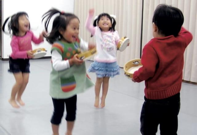 遊びながら、学ぶ喜びを感じてもらい、素直で前向きな性格形成のお手伝いをいたします!